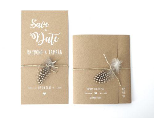 Save the Date en Trouwkaart – kraft met veer en houten hart